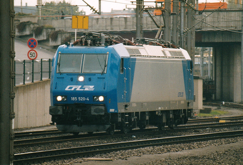 CFL - 185 520 - 20 engines, dual voltage, for local passenger/freight services, eventually using double-deck stock - backs into Luxembourg Station to collect the 1652 to Rodange, the only diagram they seemed to have, 29/10/03.