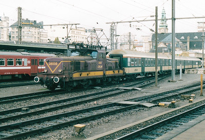 CFL - 3608 -  Class 3600 Bo-Bo Electric - 20 locomotives built in 1958 in France by MTE, similar to SNCF 12000 class - by 10/03 reduced to local freight duties and peak hours passenger services - all withdrawn by 2005 - preserved by CFL - departs Luxembourg on the 1709 to Longwy, 29/10/03.