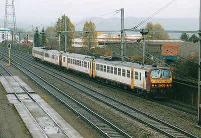 CFL - 2005/2002 - Class 2000 2-car EMU - 22 units built in France in 1990, similar to SNCF Class Z11500 - pass Belval Usines on the 1414 Luxembourg - Rodange, 29/10/03.