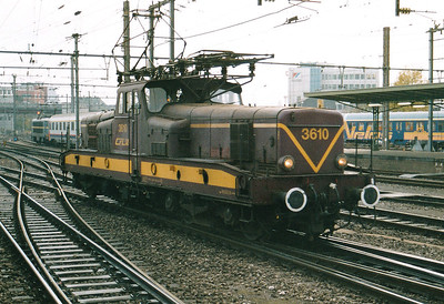CFL - 3610 -  Class 3600 Bo-Bo Electric - 20 locomotives built in 1958 in France by MTE, similar to SNCF 12000 class - by 10/03 reduced to local freight duties and peak hours passenger services - all withdrawn by 2005 - runs into Luxembourg Station to collect a train, 29/10/03.