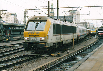 CFL - 3004 - 20 Class 3000 dual-voltage engines built  from 1999, similar to SNCB Class 1300 - draws the empty stock of the 1715 arrival from Liege and Liers out of Luxembourg Station, 29/10/03.