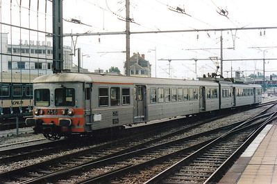 CFL -  256 - Class 250 2-car 25kv AC EMU - 6 built in 1975, similar to SNCF Z6100 Class, used on suburban services south of Luxemburg - all withdrawn by 12/05 - seen here arriving at Luxemburg, 30/07/98.