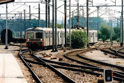 CFL -  261 - Class 250 3-car 25kv AC EMU - exSNCF Z6168, bought 1982 for Luxemburg - Petange electrification, used on suburban services south of Luxemburg - all withdrawn by 12/05 - seen here at Bettembourg coming off the Dudelanges branch with my train for Luxemburg, 30/07/98.