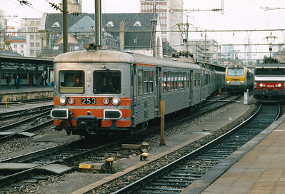 CFL - 253/261 - Class 250 2-car 25kv AC EMU - 6 built in 1975, similar to SNCF Z6100 Class, used on suburban services south of Luxemburg - all withdrawn by 12/05 - seen here departing Luxembourg on the 1609 to Esch, 29/10/03.