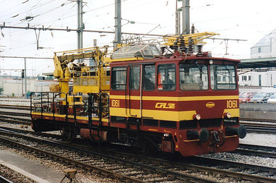 CFL - 1061 - OHL Maintenance Unit - 2 units built 1980 by Donelli - seen here in Luxemburg Station, 30/07/98.