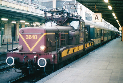 CFL - 3610 -  Class 3600 Bo-Bo Electric - 20 locomotives built in 1958 in France by MTE, similar to SNCF 12000 class - by 10/03 reduced to local freight duties and peak hours passenger services - all withdrawn by 2005 - sits in Luxembourg at the head of the 1709 to Longwy, 29/10/03.