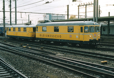 DB - 725 002/726 002 - 5 2-car Track Measurement Trains, rebuilt in 1974 from Class 798 motor cars (725), built 1959, with new trailers (726) - all withdrawn by 2015 - runs through Luxembourg Station, 29/10/03.