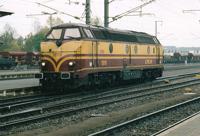 CFL - 1819 - Class 1800 Co-Co DE - 20 locos built 1963, same as SNCB Class 55 - most withdrawn by 2010 - having dropped a train in Bettembourg Yard, now heads north for Luxembourg, 29/10/03.