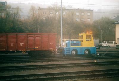 CFL - T19 - Strange little road/railer shunting at the Wagon Works in Petange, 29/10/03.