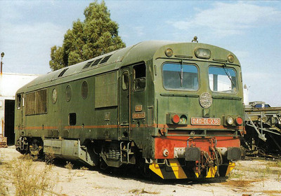 TUNISIA - SNCFT - 040-DL-236 - one of 10 metre guage hydraulic engines built by MAVAG in 1981, basically similar to the MAV Class M41 - seen here at Tunis on November 2000 - note how close together the buffers are on these metre gauge locos.