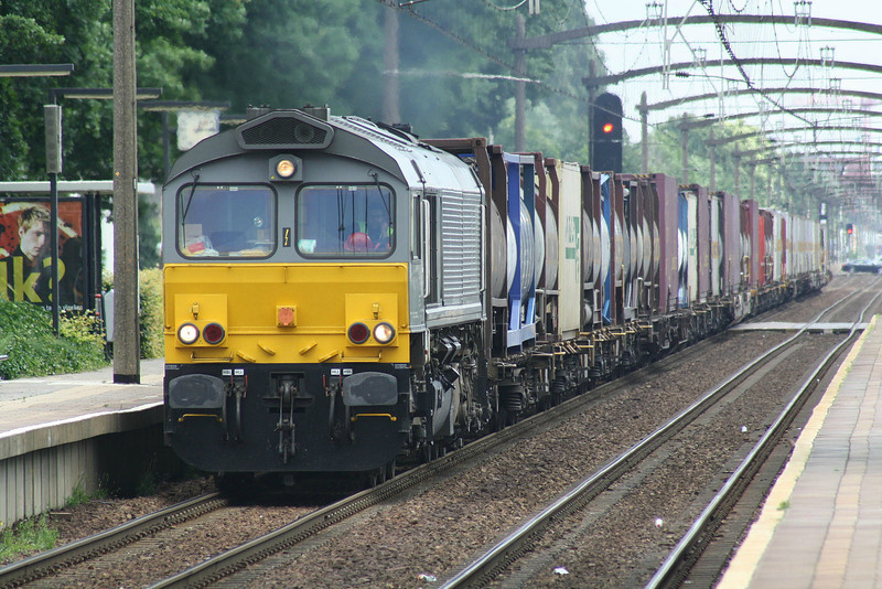 CROSSRAIL - DE6307 - 16 Class 66 engines, leased from Porterbrook/MRCE, for liner trains from Antwerp Docks to Germany - approaches Helmond t'Hout in a westbound freightliner, 22/06/12.