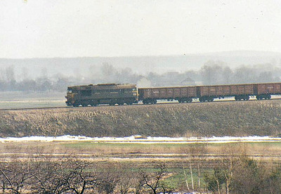 An ST44 on banking duty thrashes upgrade at Kozlow to lift this 5000 ton ore train over the mainline bound for Slawkow, Winter 2007.
