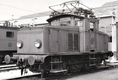 SWEDEN - SJ - 258 - 90 Class Ub 0-6-0 electric shunters built  from 1930, many rebuilt to Class Ue - all now withdrawn - this loco built 1933 by Nydqvist & Holm - seen here at Malmo in 05/60.