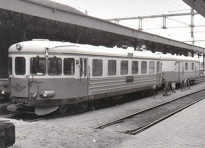 SWEDEN - SJ - 1124 - Class YB06 Bo-2 railcar - all now withdrawn - seen here at Malmo Central with luggage van in 05/60.