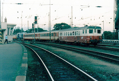 BRKS - Class 830 180 -  238 railcars built from 1949 to 1960 by various builders - all now withdrawn from CD & ZSR - the last BRKS train of the day heads ecs for depot at Bratislava comprising the company's entire rolling stock! 13/08/04.