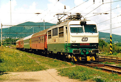 CD - 150 013 - 27 DC locos built by Skoda in 1978, all to be convetred to Class 151, DC version of Class 350 - stops at Kalsa on Os89076, 1045 to Humenne, 09/08/05. This loco had worked overnight from Prague to Kosice.