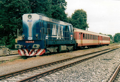 BRKS - 742 515 - 494 locos built by CKD from 1977 to 1986, in use with CD, ZSR and industry, maids of all work - on hire from Max Cargo to work trains on the reactivated line to Zahorska Ves on the Austrian border, with secondhand OBB stock - seen here newly arrived at Zahorska Ves from Bratislava, 13/08/04.