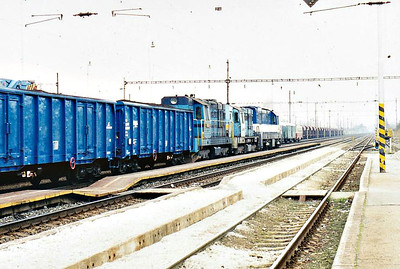 BRKS - 742 541 - 494 locos built by CKD from 1977 to 1986, in use with CD, ZSR and industry, maids of all work - with 742 525 and 771 507, on the rear of a southbound coal train at Devinska Nova Ves behind 230 065 and 742 523, 14/03/07. These locos are probably returning from shunting/trip duties at the originating point of the train.