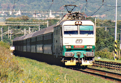 CD - 150 013 - 27 DC locos built by Skoda in 1978, all to be converted to Class 151, DC version of Class 350 - speeds through Kalsa on train R425 'Laborec', Prague - Humenne, 06/09/06. This engine will have worked through from Prague.