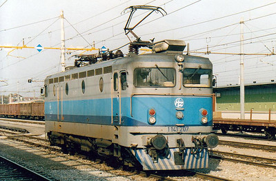 HZ - 1141 207 - 35 engines rebuilt in 1981 by JZ with higher top speed for express duties - has come of EC314 'Agram', 0945 Zagreb - Zagorje' at Dobova and is now returning to Zagreb light engine, 25/10/04. The yellow gantry marks the end of the HZ 25kv electrification.