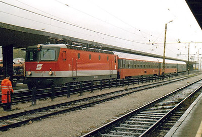 OBB - 1044 061 - 126 engines built from 1974 for mixed traffic duties - returns to Jesenice on IC211 'Sava' to Belgrade, my ride as far as Ljubljana, 29/10/04.