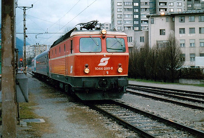 OBB - 1044 099 - 126 engines built from 1974 for mixed traffic duties - arrives at Jesenice with IC415, 2140 from Zurich, 31/03/05.
