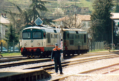 FS - D345 1082/D345 1090 - 145 engines built from 1974 for freight duties - are bout to setback into Nova Gorica Yard, 01/04/05. Most shunting is radio controlled, there being very few signals. The ancient semaphore behind the loco is only used when shunting strays onto the running lines.