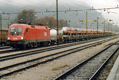OBB - 1116 110 - 282 'Taurus' dual voltage engines built from 2000 for international servcices - arrives in Jesenice with a long mixed freight for Ljubljana, 29/10/04.