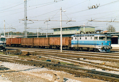 HZ - 1141 029 - 15 engines of the original Class 1141/0 built in 1967 by SGP/ASEA, based on SJ Class Rb, many rebuilt by HZ to other Class 1141 variants - heads into Croatia from Dobova with a train of box wagons, 25/10/04.