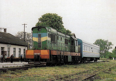 CSME3 1867 - stands at Tiszaujlak Station on the Hungarian border with a train for Lviv in 2002.