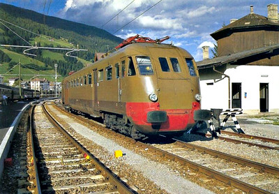 ITALY - FS - ALE 840 032 - 73 single electric railcars built from 1950 - seen here at Candido.