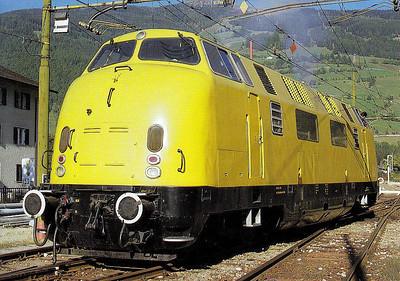 ITALY - VALDITERRA SA - ex-DB 220 060, as yet seemingly not renumbered, built in 1958 by Krauss-Maffei, 2200HP B-B DH, at Sterzing Station, 10/86.