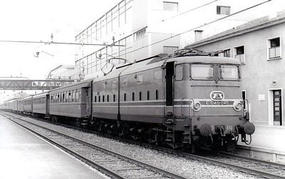 ITALY - FS - E645 046 - 98 Bo-Bo-Bo engines built from 1959 for mixed traffic duties - all withdrawn by 2009.