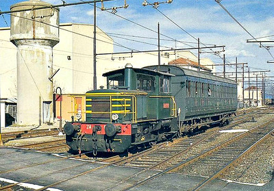 ITALY - FS - D214 4084 - 319 small shunters built from 1979 - seen here on a local passenger train at Pinerolo.