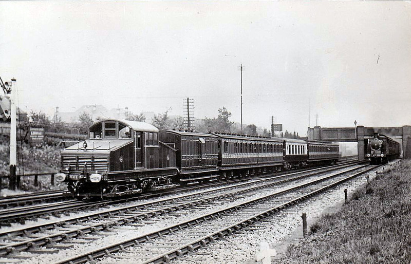 METROPOLITAN RAILWAY - 10 - built 1905 by British Westinghouse, last of a class of 10 - all withdrawn by 1922 - seen here when new - note Pullman car.