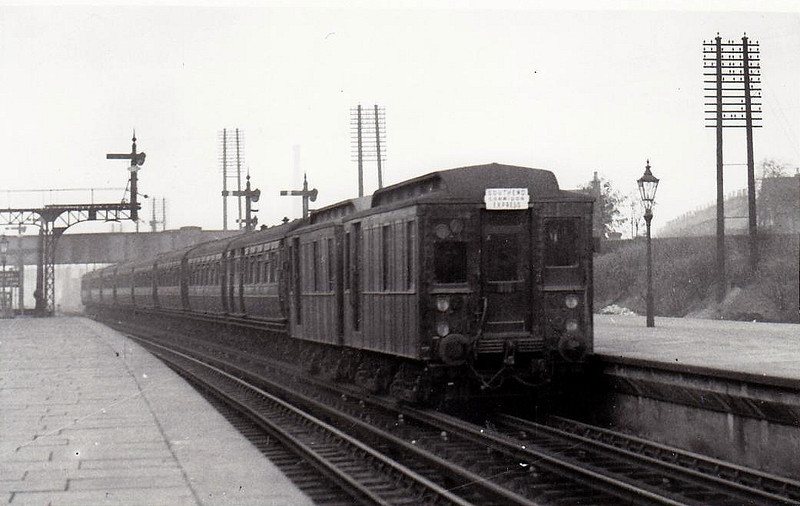 METROPOLITAN DISTRICT RAILWAY - L5 - Bogie Box Cab Bo-Bo DC locomotive built 1905 - 1911 renumbered into Lx number series - seen here with L3 at Barking on a 'Southend Excursion Express', 10/30