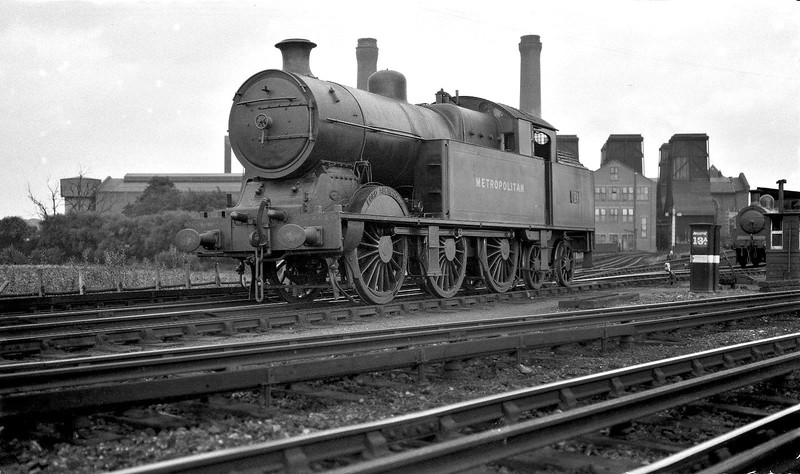 METROPOLITAN RAILWAY - 94 LORD ABERCONWAY - Jones Metropolitan Railway LNER Class M2 0-6-4T - built 12/15 by Yorkshire Engine Co. as Met. Rly. No.94 - 04/38 to LNER No.6154, LNER No.9075 not applied - 05/46 withdrawn from Neasden MPD, where seen in 1931.