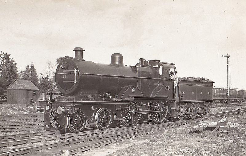 SOMERSET & DORSET JOINT RAILWAY - 69 - Johnson MR/LMS Class 483 2P 4-4-0 - built 04/21 by Derby Works - 1928 to S&DJR No.43, 1930 to LMS No.326, 02/51 to BR No.40326 - 04/52 withdrawn from 17A Derby. S&DJR locomotives were absorbed into LMS stock in 1930.