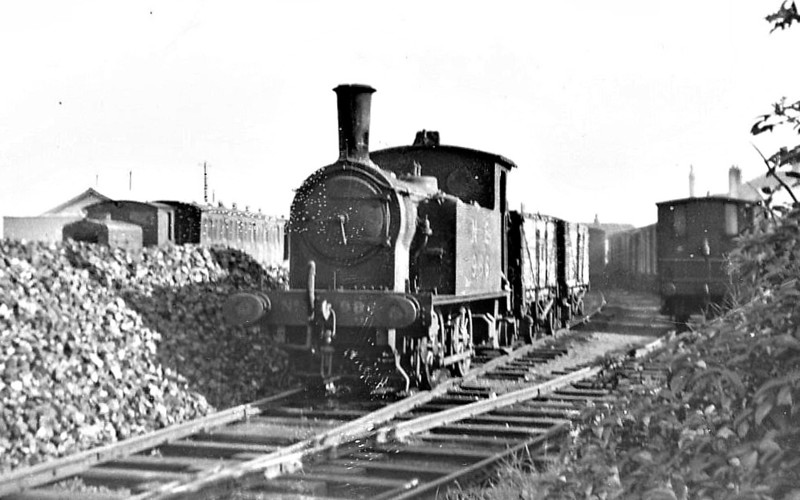 NORTH SUNDERLAND RAILWAY - 986 - Worsdell NER Class H LNER Class Y7 0-4-0T - built 10/23 by Darlington Works as LNER No.986 - 1946 to LNER No.8089, 1948 to BR No.68089 - 01/52 withdrawn from 52A Gateshead- seen here at Seahouses shunting in the coal sidings - the loco was hired to the NSR between 1945 and closure. <br /> The North Sunderland Railway ran from Chathill on the ECML to the fishing village of Seahouses, just over 4 miles away. The line opened in 1898 and January 1939 was taken over by the LNER to settle large debts to the latter. Trains ceased to run on October 27th, 1951. The company only ever owned 2 engines, this one and a small diesel. Other motive power was hired in from the LNER as required