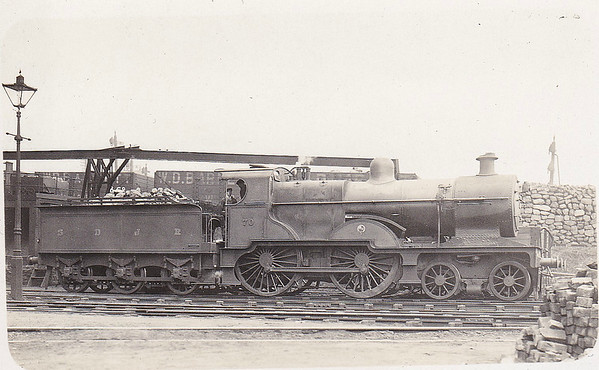 70 - Johnson MR/LMS Class 483 2P 4-4-0 - built 1903 by Derby Works - 1914 rebuilt by Derby Works, to S&DJR No.39, 1930 to LMS No.323, 07/48 to BR No.40323 - 09/56 withdrawn from 20F Skipton. S&DJR locomotives were absorbed into LMS stock in 1930.