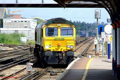 FL 66571 runs into Eastleigh with 4O27, the 05.29 Garston FLT-Southampton Maritime freightiner working. 28th June 2008.