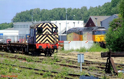 """Mainline 09019 passes Colas Rail 47727 """"Rebecca"""" & 47749 """"Demelza"""" whilst shunting at Eastleigh yard. 28th June 2008."""