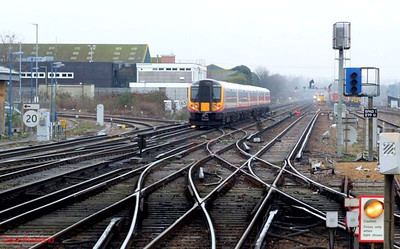 SWT 444 009 passes Eastleigh with 1W54, the 09.20 Weymouth-Waterloo service. 23rd December 2008.