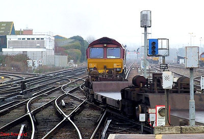 EWS 66177 is seen again from the rear as it heads for Eastleigh East Yard with an unidentified working. 23rd December 2008.