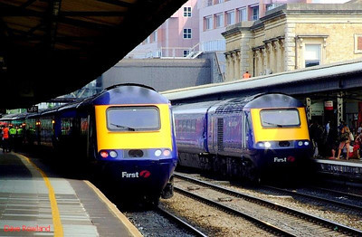 FGW 43186 is at the rear of the Paddington train (left), and 43155 leads the westbound service at Reading. 22nd May 2008.