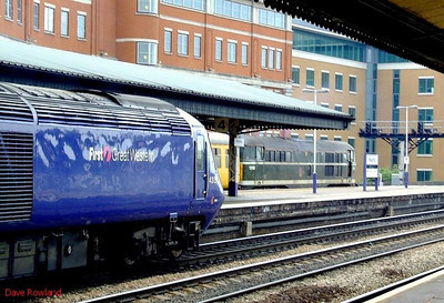 FGW 43159 is at the head of a westbound HST service at Reading; 31190 stands in the bay with a test train. 22nd May 2008.