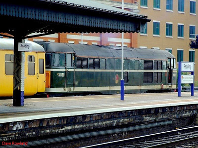 British Railways green liveried 31190 stands at the head of a test train in the bay at Reading on 22nd May 2008.