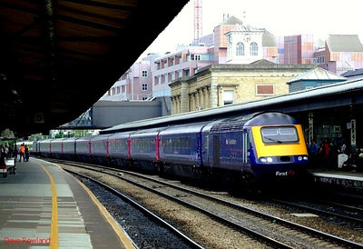 43131 leads a FGW HST into Reading with another westbound service; 43094 brings up the rear. 22nd May 2008.