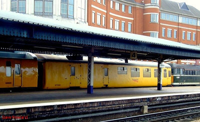 977969 + 999605 are the coaching stock element of test train 4Z08 at Reading. 22nd May 2008.