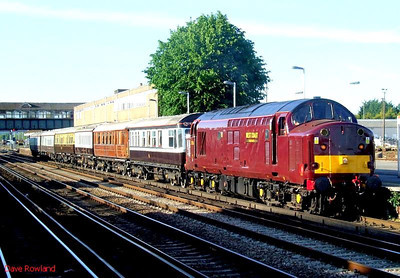WCRC 37516 with 'Queen of Scots' stock Eastleigh. 21st May 2009.